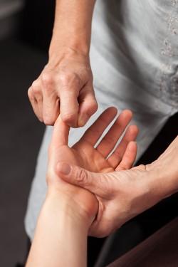 Reflexo-Detente-Tete-mains-pieds